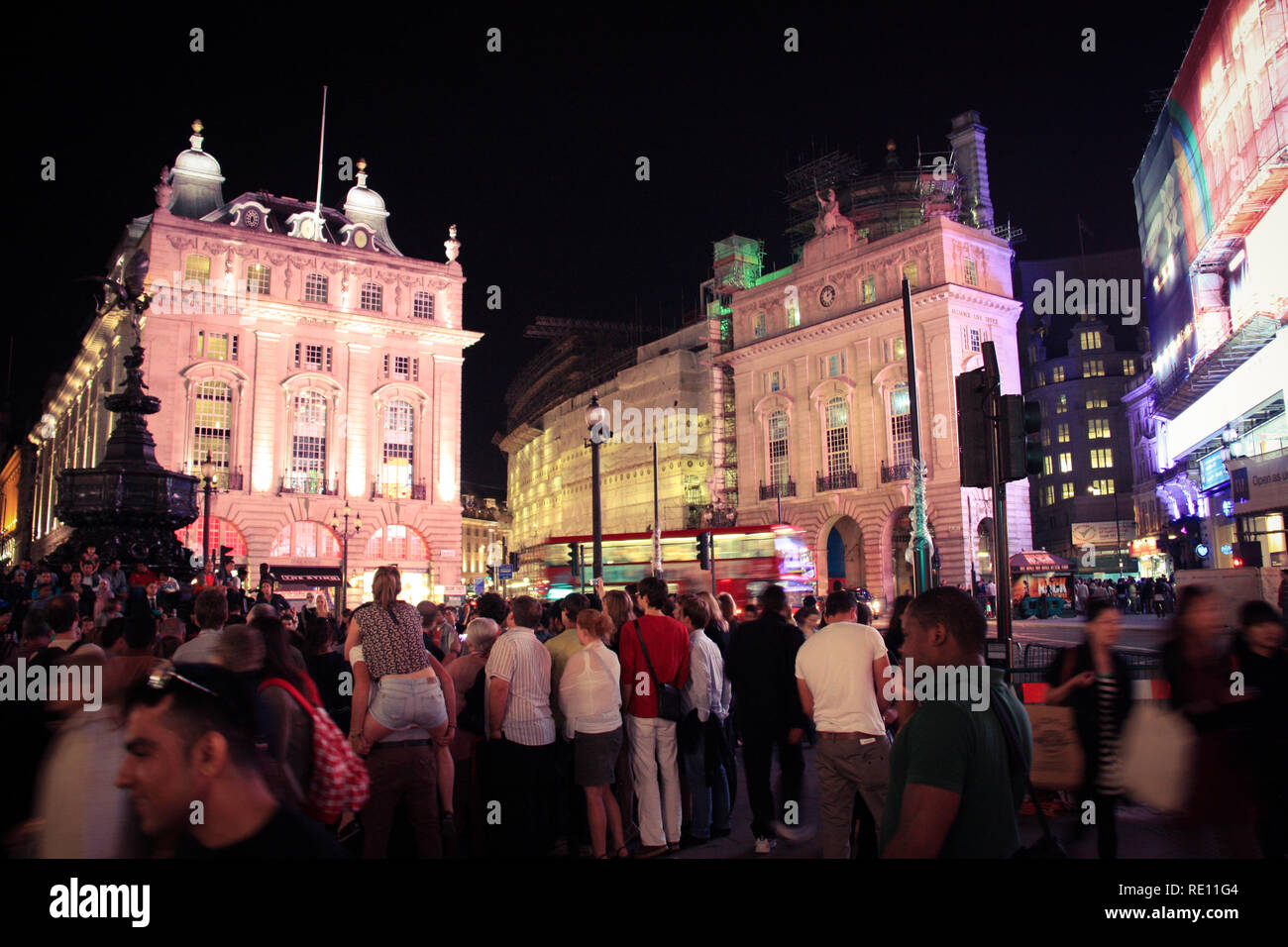 Crowd of people standing around the Shaftesbury Memorial Fountain at Piccadilly Circus in London, United Kingdom - Stock Image