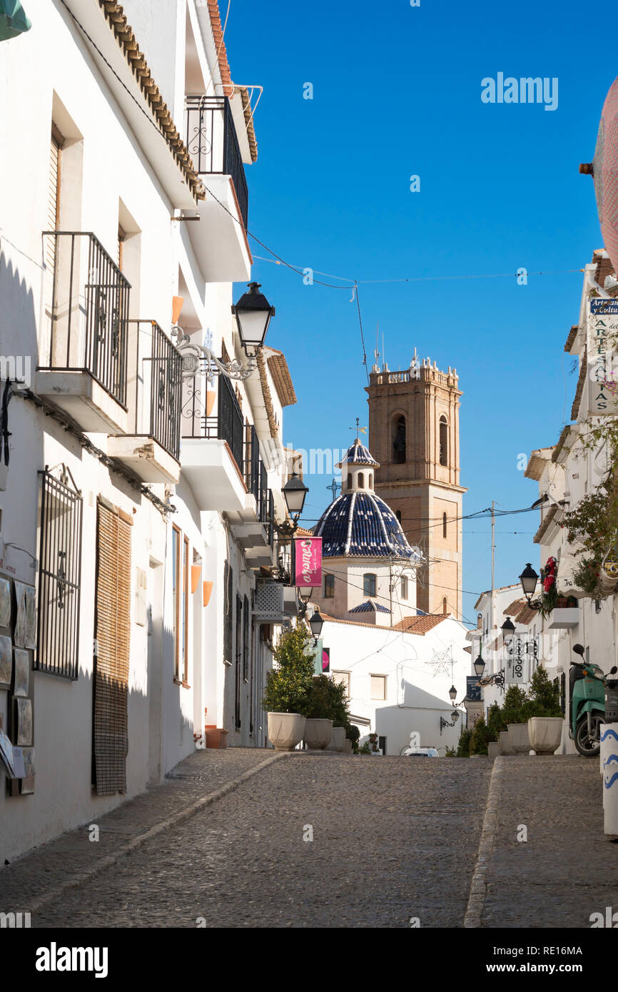 Street in the old town of Altea leading to the church of La Mare de Déu del Consol, Costa Blanca, Spain, Europe - Stock Image