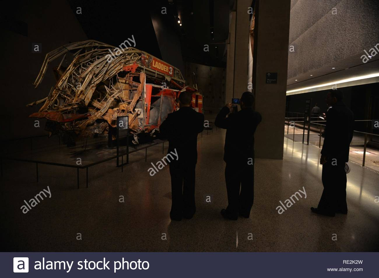 NEW YORK (Nov. 12, 2016) - Sailors attached to amphibious assault ship USS Iwo Jima (LHD 7) view the remains of the Ladder Company 3 fire truck at the National 9/11 Memorial & Museum at the World Trade Center. Iwo Jima is participating in Veterans Week New York City 2016 to honor the service of all our nation's veterans. The ship recently returned from the humanitarian assistance mission to Haiti in the aftermath of Hurricane Matthew - Stock Image