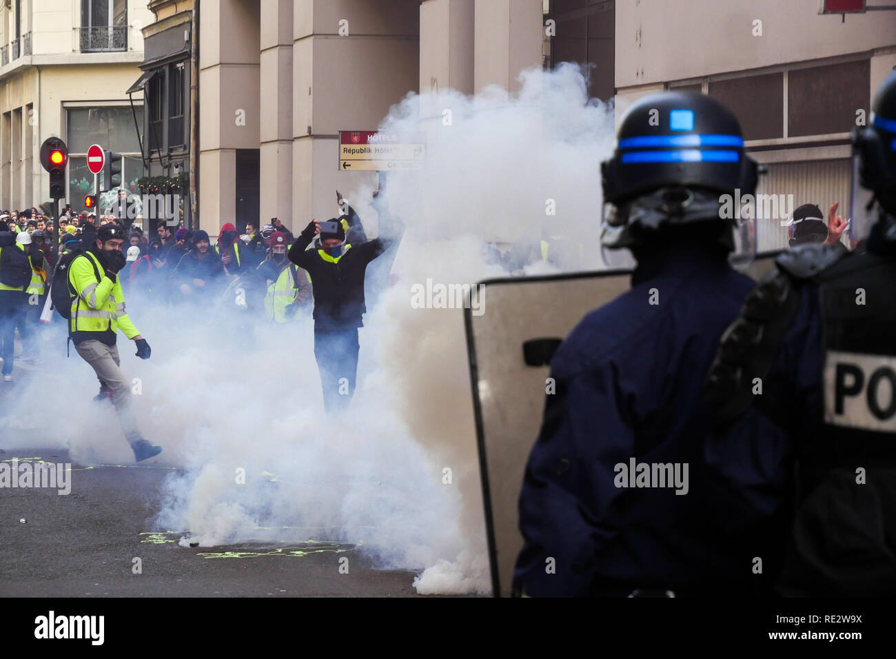 Lyon, France, January 19th 2019: Riot police officers use tear gas cannisters to push back Yellow jackets as they take part to the 10th day of protest against french goverment reform projetct. in Lyon (Central-Eastern France) in january 19, 2019  Credit Photo: Serge Mouraret/Alamy Live News - Stock Image