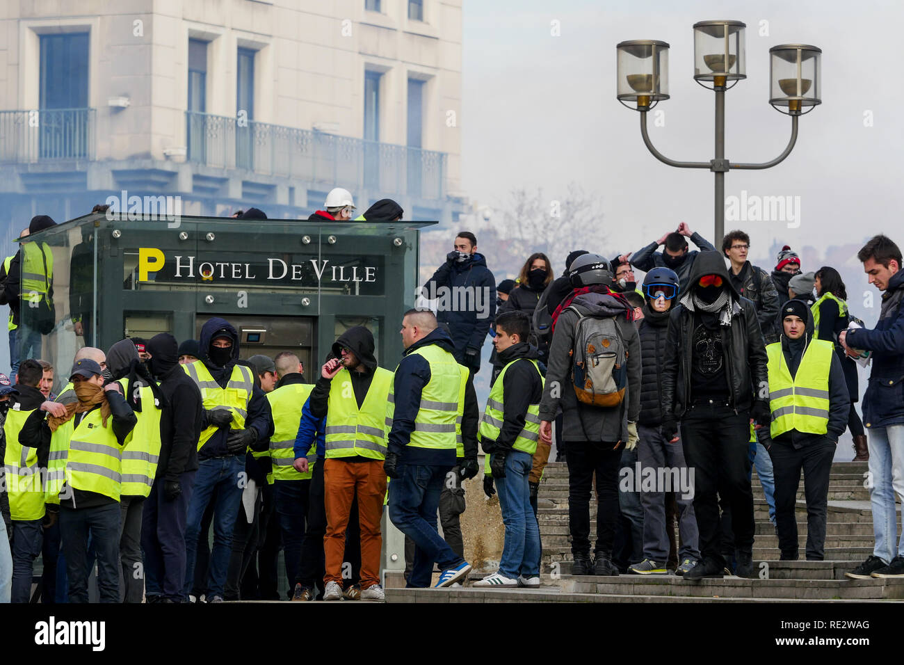 Lyon, France, January 19th 2019: Yellow jackets are seen in Lyon (Central-Eastern France) as they face riot police units on the occasion of the 10th day of protest against french goverment reform projetct. Credit Photo: Serge Mouraret/Alamy Live News - Stock Image