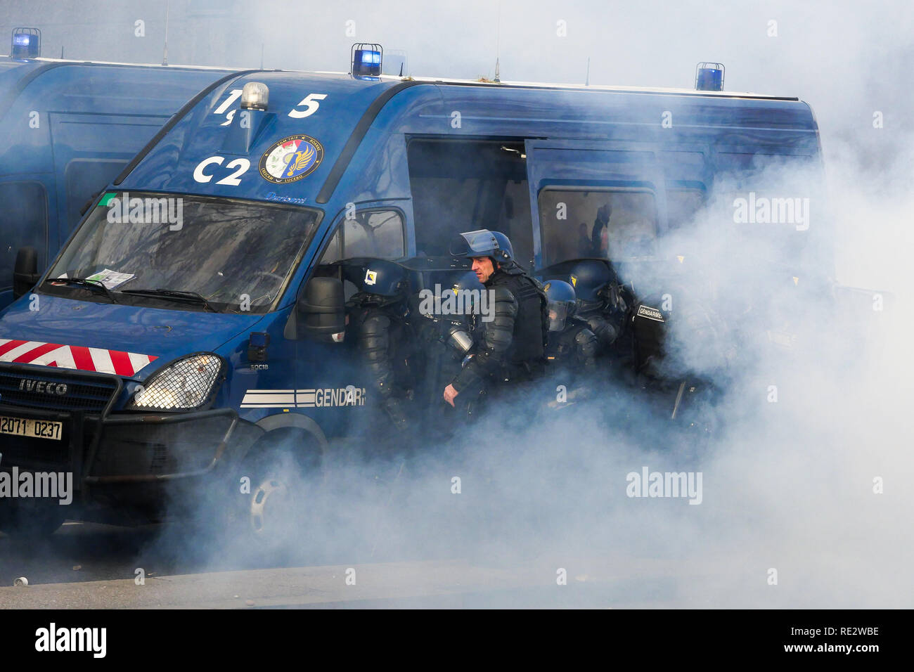 Lyon, France, January 19th 2019: Mobiles Gendarmes are seen in Lyon (Central-Eastern France) on January 19, 2019 as they try to resist to the attack of Yellow jackets aon the occasion of the 10th day of protest against french goverment reform projetct. Credit Photo: Serge Mouraret/Alamy Live News - Stock Image