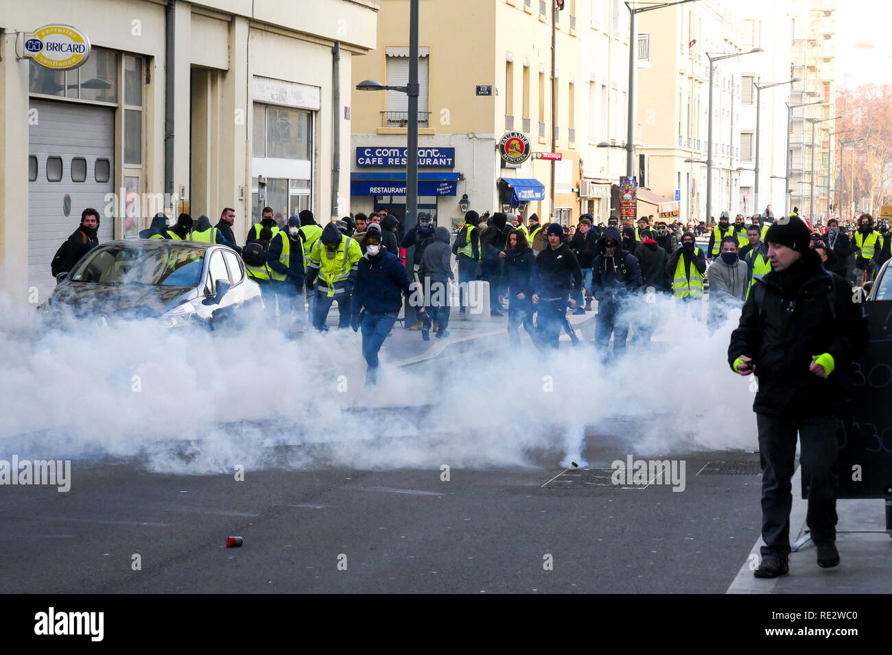 Lyon, France, January 19th 2019: Yellow jackets are seen in Lyon (Central-Eastern France) on january 19, 2019 as they take part to the 10th day of protest against french goverment reform projetct. Credit Photo: Serge Mouraret/Alamy Live News - Stock Image