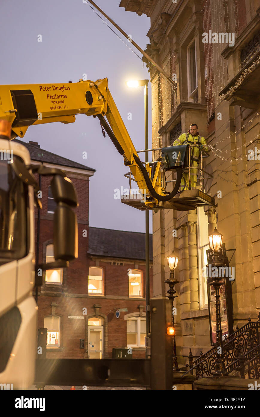 Kidderminster, UK. 19th January, 2019. As a specialist company work its way around many UK town centres professionally removing Christmas lights and all things festive, it is Kidderminster's turn this afternoon. With Christmas memories fading fast, huge credit card bills arriving and many of our new year's resolutions failing, the nation prepares for the arrival of Blue Monday, the most depressing day of the year. Credit: Lee Hudson/Alamy Live News - Stock Image
