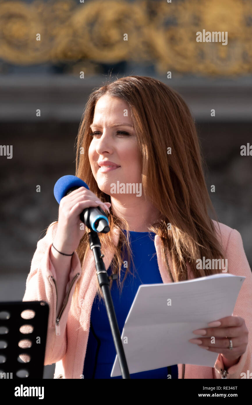 San Francisco, USA. 19th January, 2019. The Women's March San Francisco begins with a rally at Civic Center Plaza in front of City Hall. Clair Farley, Senior Advisor on Transgender Initiatives for the San Francisco Mayor's Office, addresses the crowd. Farley is a community leader, writer, actor, and trans advocate who speaks across the country to advocate for increased LGBTQ visitibility. Credit: Shelly Rivoli/Alamy Live News - Stock Image