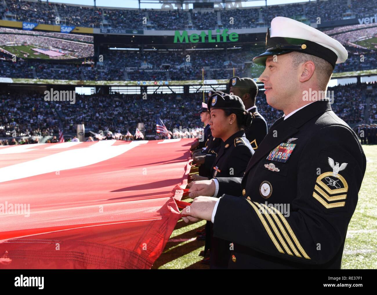 the best attitude d6a81 91aae NEW YORK - Navy Chief Petty Officer Travis Simmons, along ...