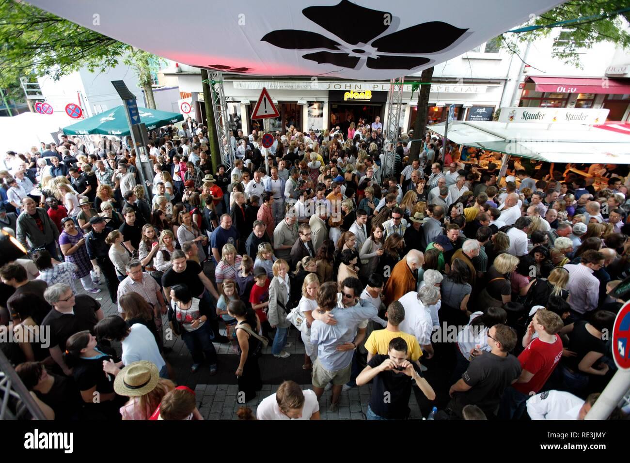 'Rue-Fest' festival, one of the biggest street festivals in the Ruhr area, Ruettenscheider Strasse in Essen - Stock Image