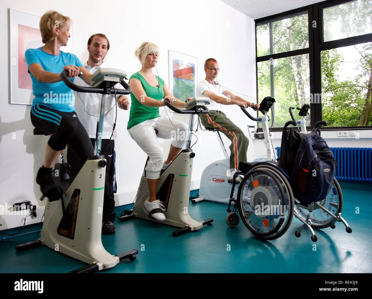 Patients during cardiovascular training with heart rate and pulse rate monitoring, physiotherapy, physical therapy in a - Stock Image