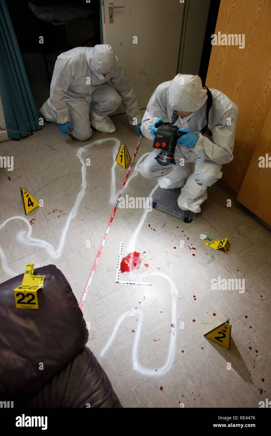 Photographic securing of forensic evidence, officers of the C.I.D., the Criminal Investigation Department, gathering forensic Stock Photo