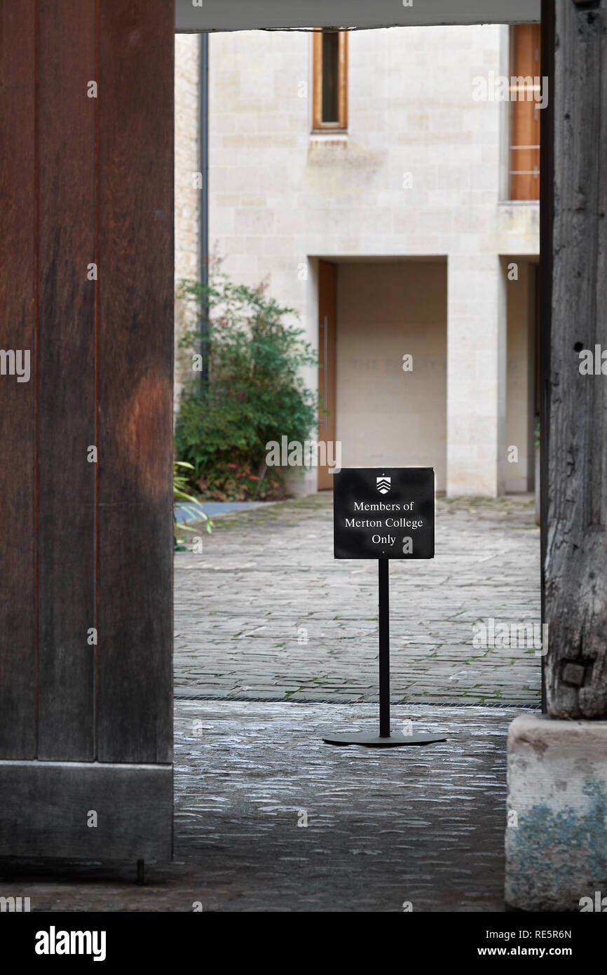 Members only notice at the entrance to a courtyard of Merton college, university of Oxford, England. - Stock Image