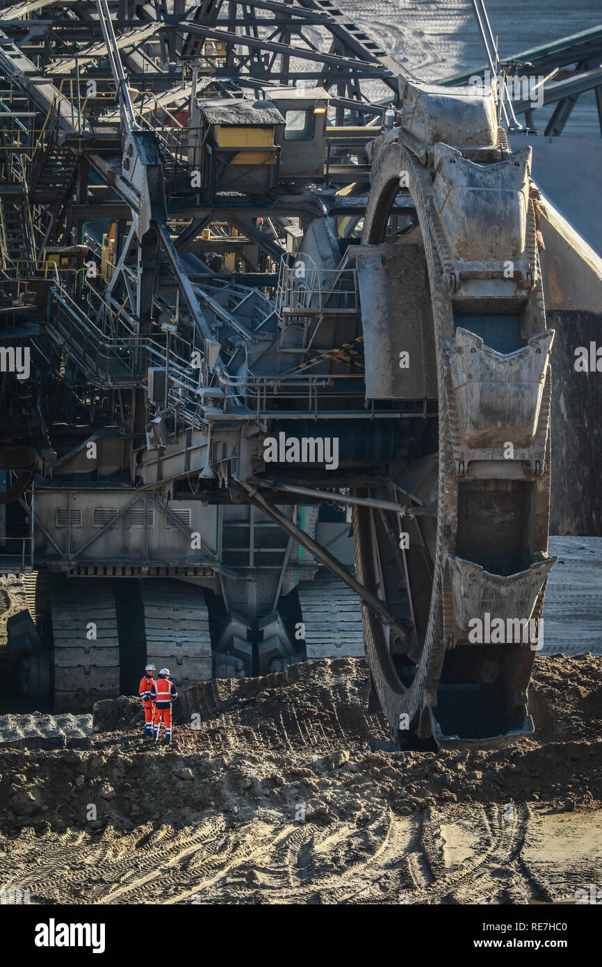 19.01.2019, Juechen, North Rhine-Westphalia, Germany - Bucket wheel excavator in RWE's Garzweiler lignite open pit mine, Rhineland lignite mining area - Stock Image