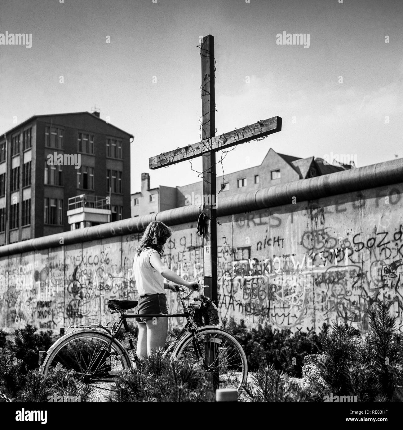 August 1986, young woman with bike, Peter Fechter memorial, graffitis on Berlin Wall, Zimmerstrasse street, Kreuzberg, West Berlin, Germany, Europe, Stock Photo