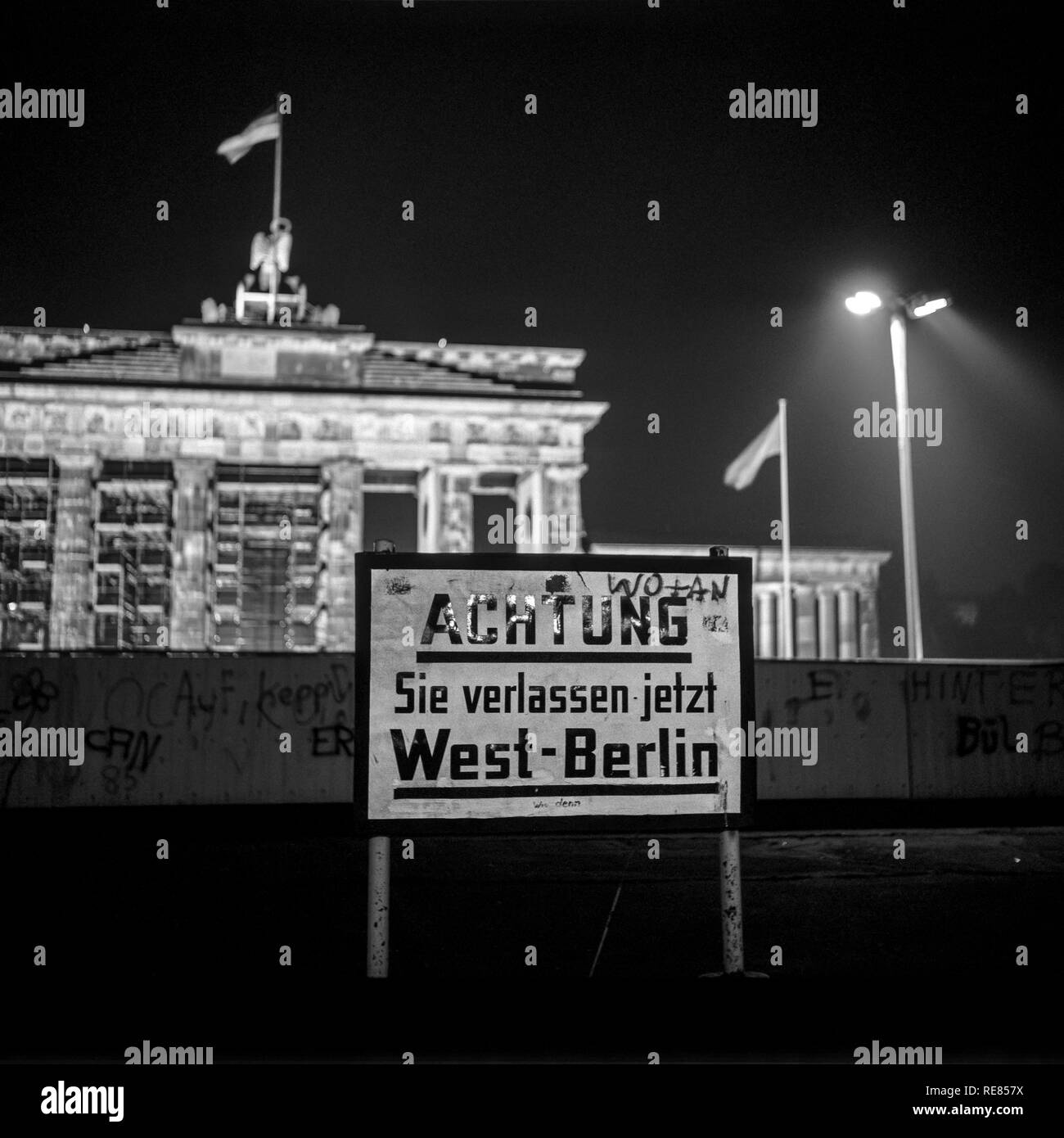 August 1986, leaving West Berlin warning sign front of the Berlin Wall, Brandenburg Gate at night in East Berlin, West Berlin side, Germany, Europe, - Stock Image