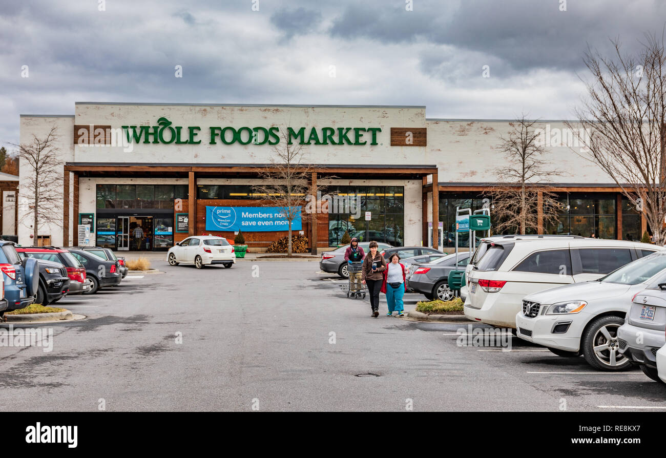 ASHEVILLE, NC, USA-1/18/19: A Whole Foods Market and parking lot on Tunnel Road. - Stock Image