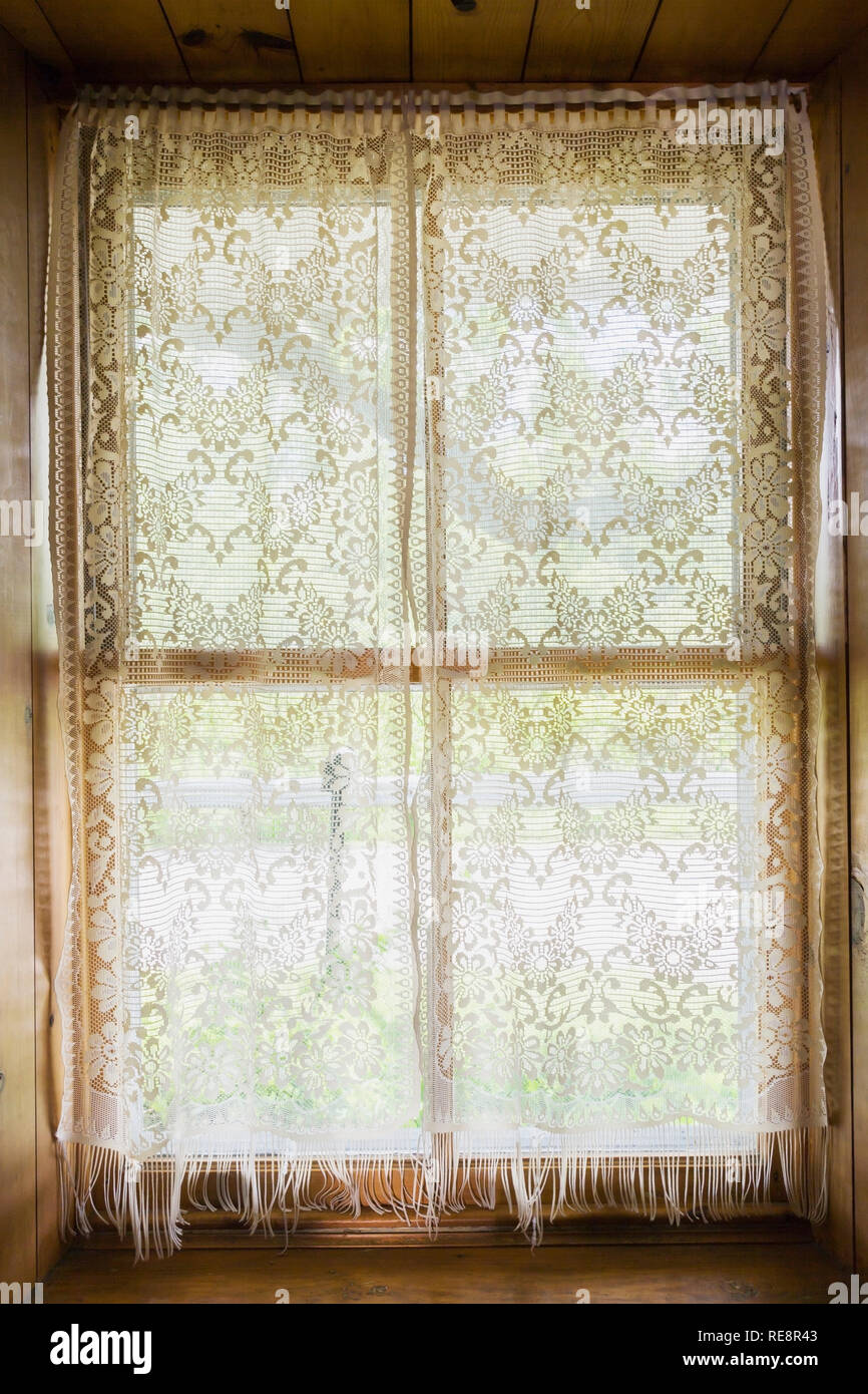 Recessed Window With White Lace Curtains Inside An Old 1807 Canadiana Style Home Stock Photo Alamy