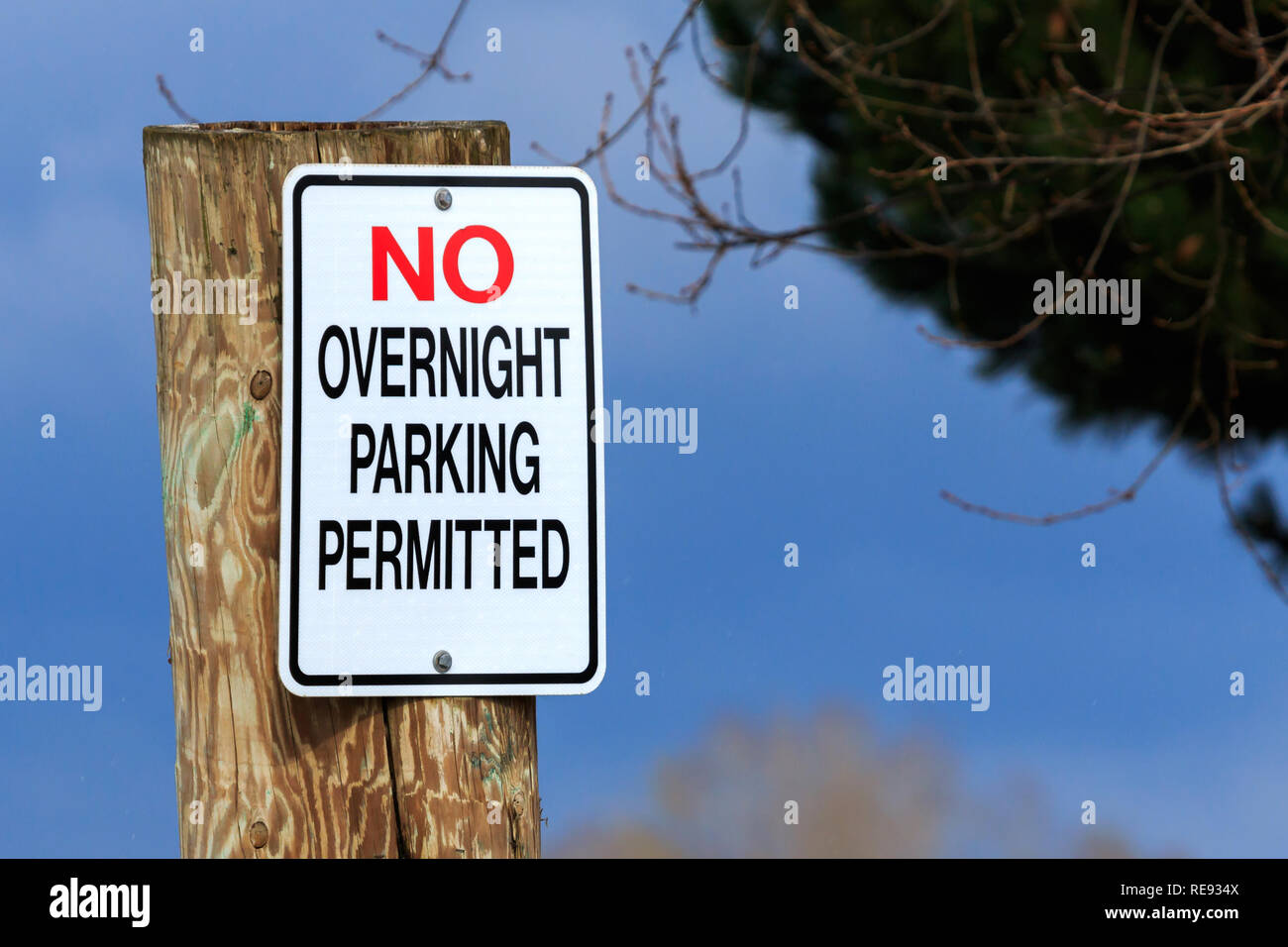 No Overnight Parking permitted sign - Stock Image