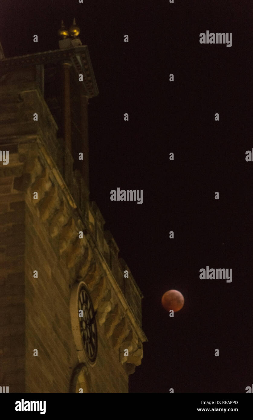 Perth, Scotland, UK, 21st January, 2019.  The blood moon of the total lunar eclipse illuminates the medieval clock tower of St John's Kirk in Perth, Scotland's newest city.  Alan Paterson/Alamy Live News Stock Photo