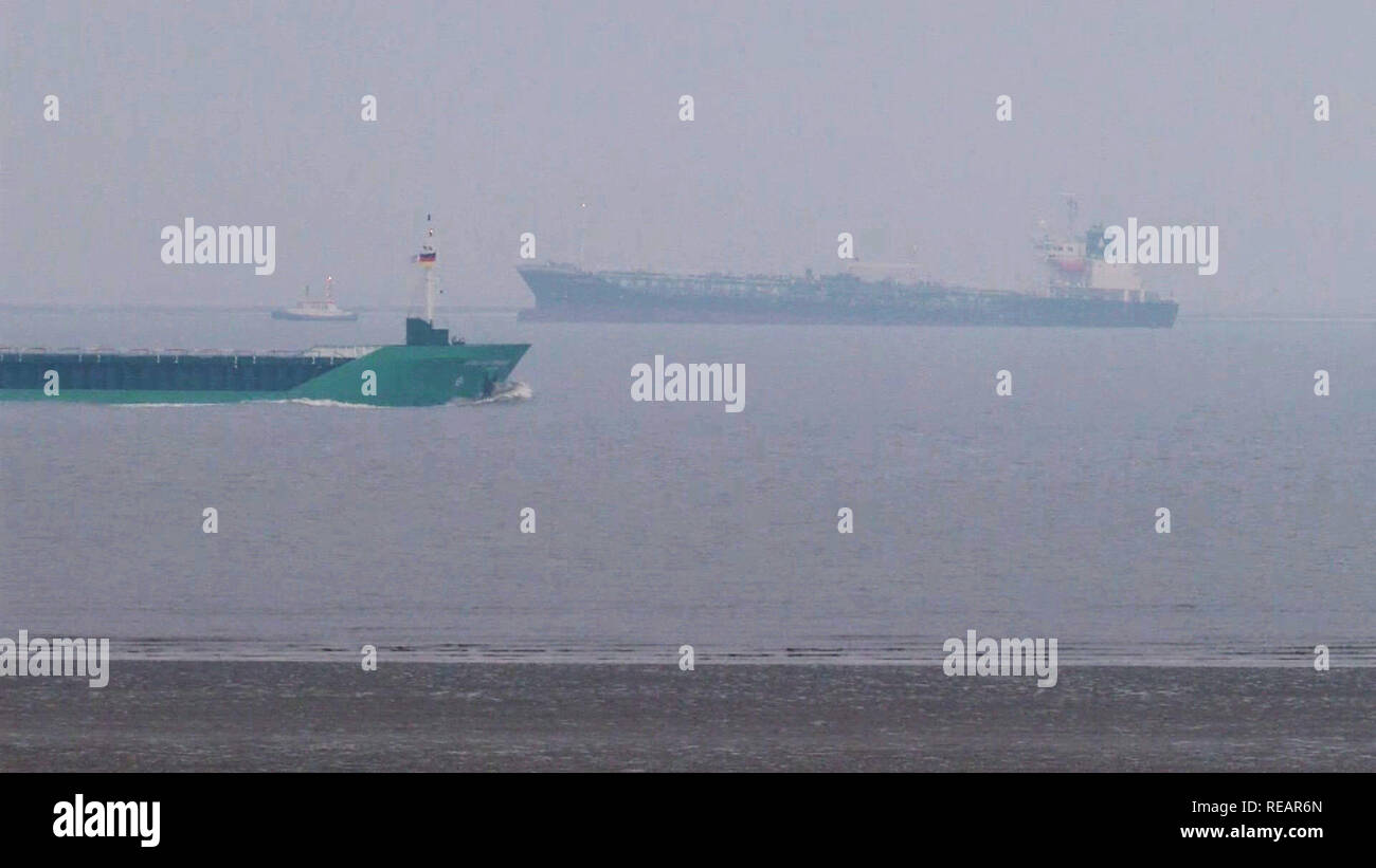 Cuxhaven, Germany. 21st Jan, 2019. A tanker (r) loaded with 9000 tons of dangerous goods ran aground in the Elbe off Cuxhaven on the night of 21.01.2019. So far, however, no damage has been found to the 124 metre long and 20 metre wide 'Oriental Nadeshiko', said a spokesman for the accident squad. - Best possible quality - Credit: Tnn/TeleNewsNetwork/dpa/Alamy Live News - Stock Image