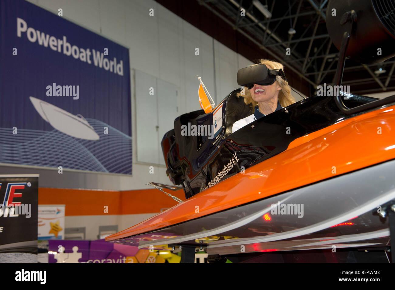 The boat model Jana tests the virtual racing boat simulator of the