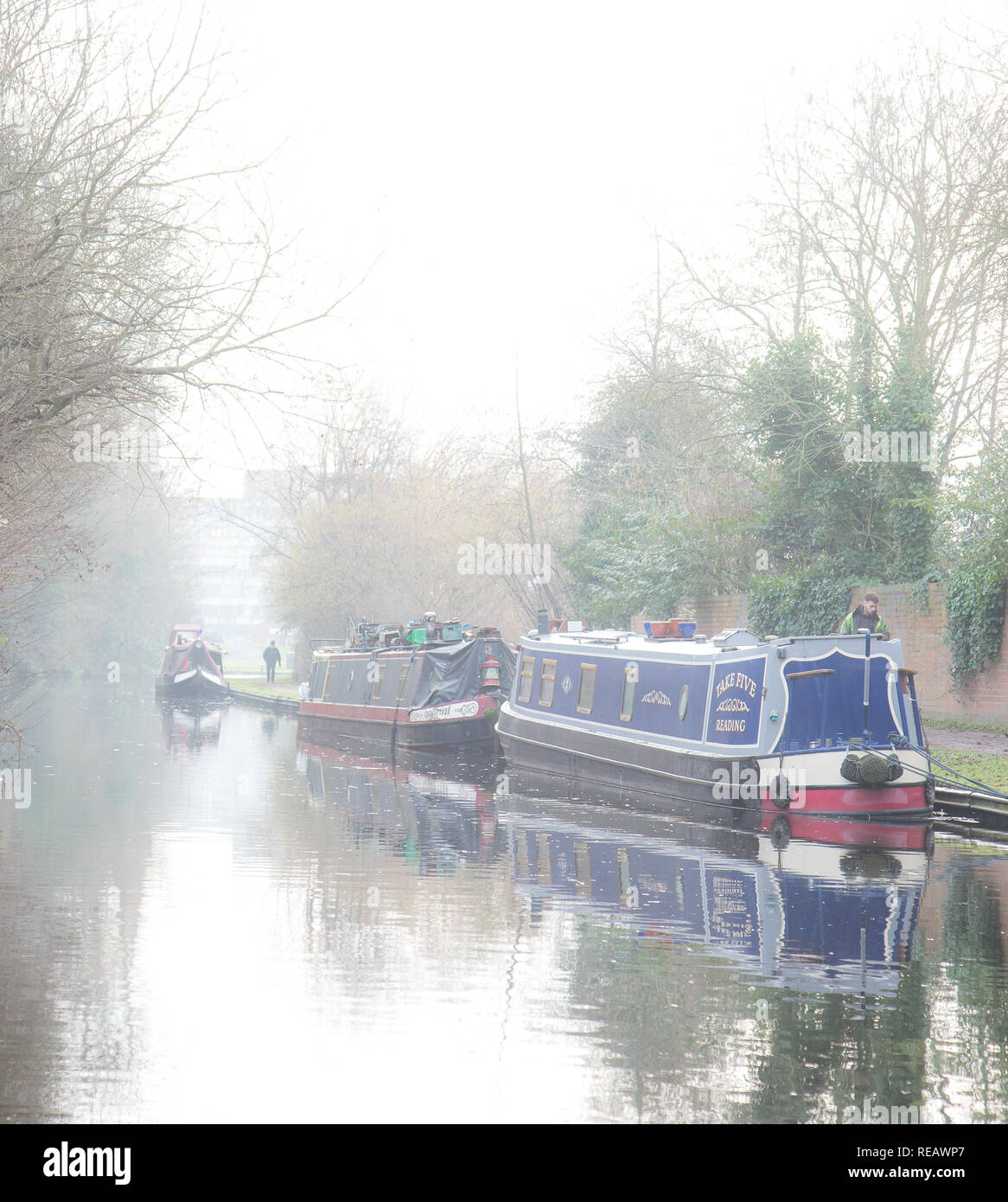 Kidderminster, UK, 21st January, 2019. UK weather: it's a misty, cold and damp day today with the sun struggling to break through the clouds. Temperatures are barely reaching 5 degrees and people in these narrow-boats are staying put and not venturing out today. Credit: Lee Hudson/Alamy Live News Stock Photo