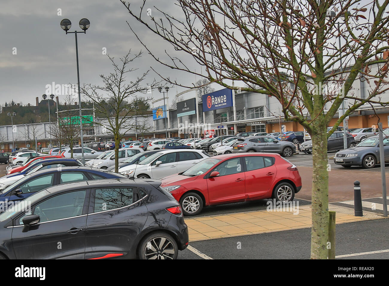 Kidderminster, UK, 21st January, 2019. it may be the third Monday in January, now known as Blue Monday, when spirits are low, credit card bills high, weather gloomy and all those new year resolutions failing fast, yet still the retail car parks are full of shoppers with seemingly endless amounts of money to spend. Credit: Lee Hudson/Alamy Live News - Stock Image