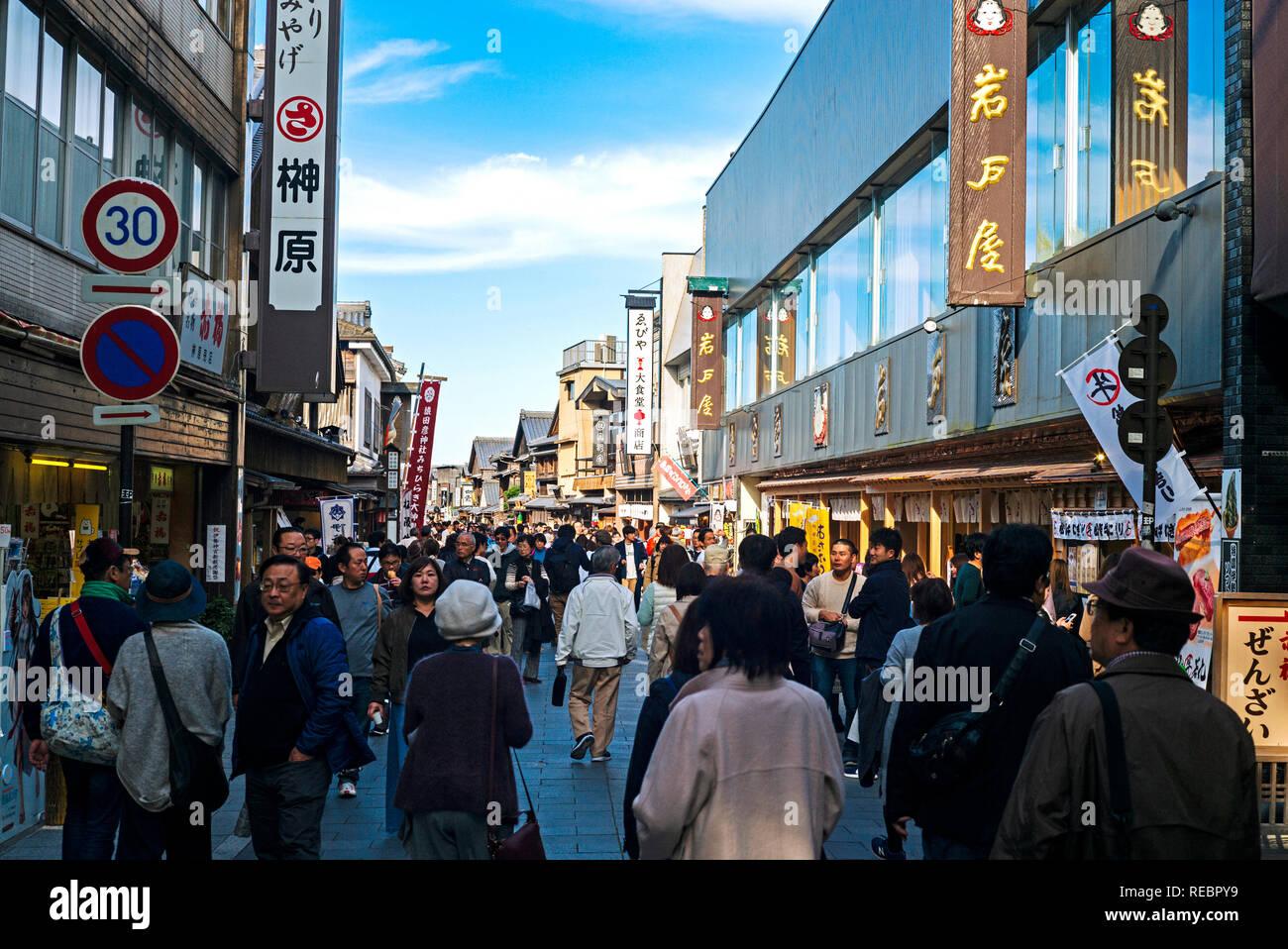 Pilgrims and tourists strolling along the shopping street next to Ise Shrine's Naiku part, Japan - Stock Image