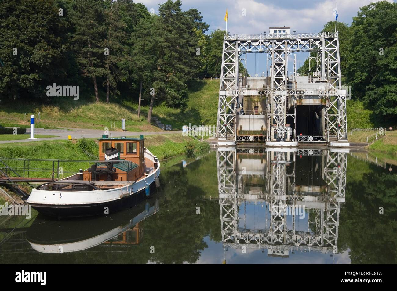 Canal du Centre, boat anchored in front of the Boat Lift number 3, Unesco World Heritage Site, Bracquegnies, Hainaut Province - Stock Image