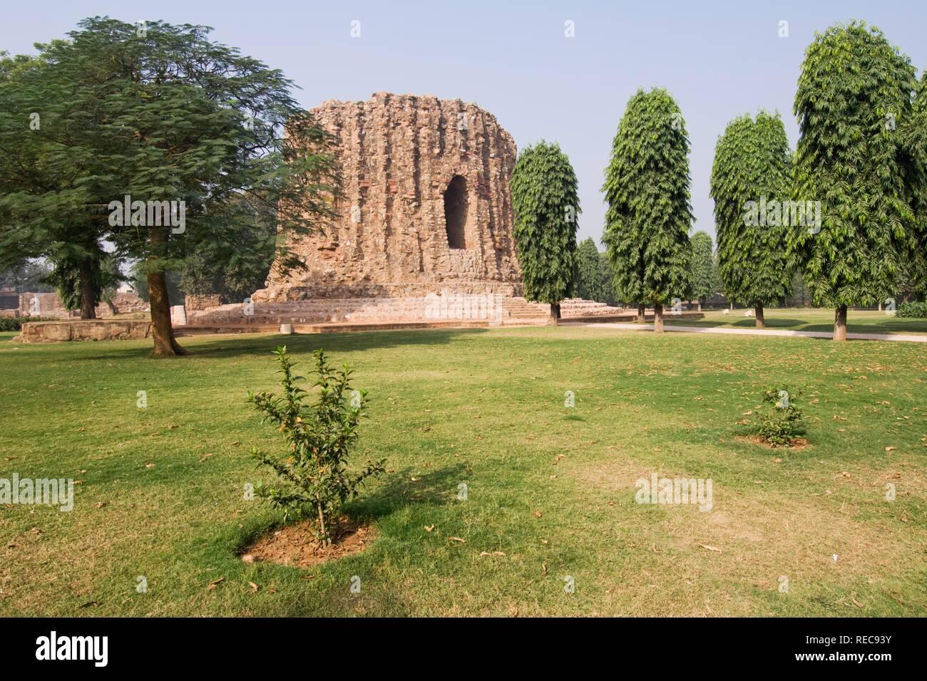 Incomplete minaret, Alai Minar, Unesco World Heritage Site, Mehrauli Archaeological Park, Delhi, India - Stock Image