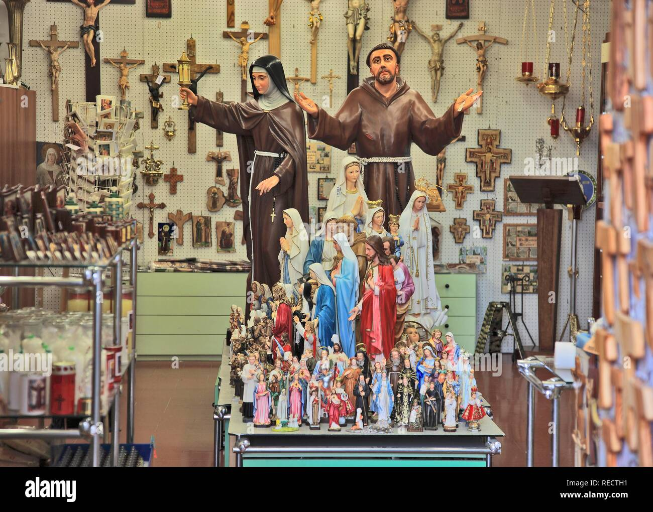 Shop for devotional objects in the historic town of Assisi, Umbria, Italy, Europe - Stock Image