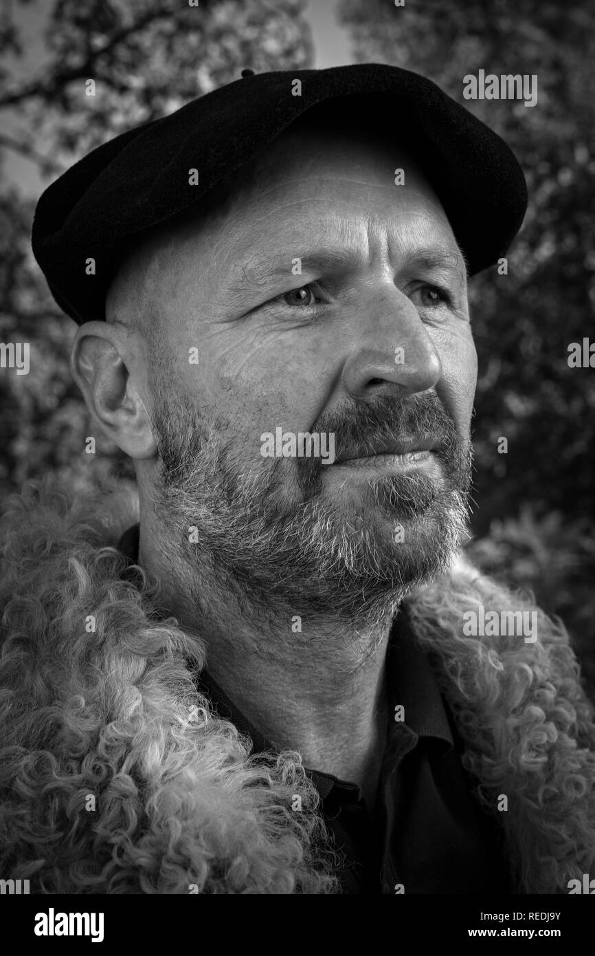 Portrait of a shepherd being in his traditional workwear and wearing a Basque beret (South-west France). Portrait d'un berger en tenue traditionnelle. - Stock Image