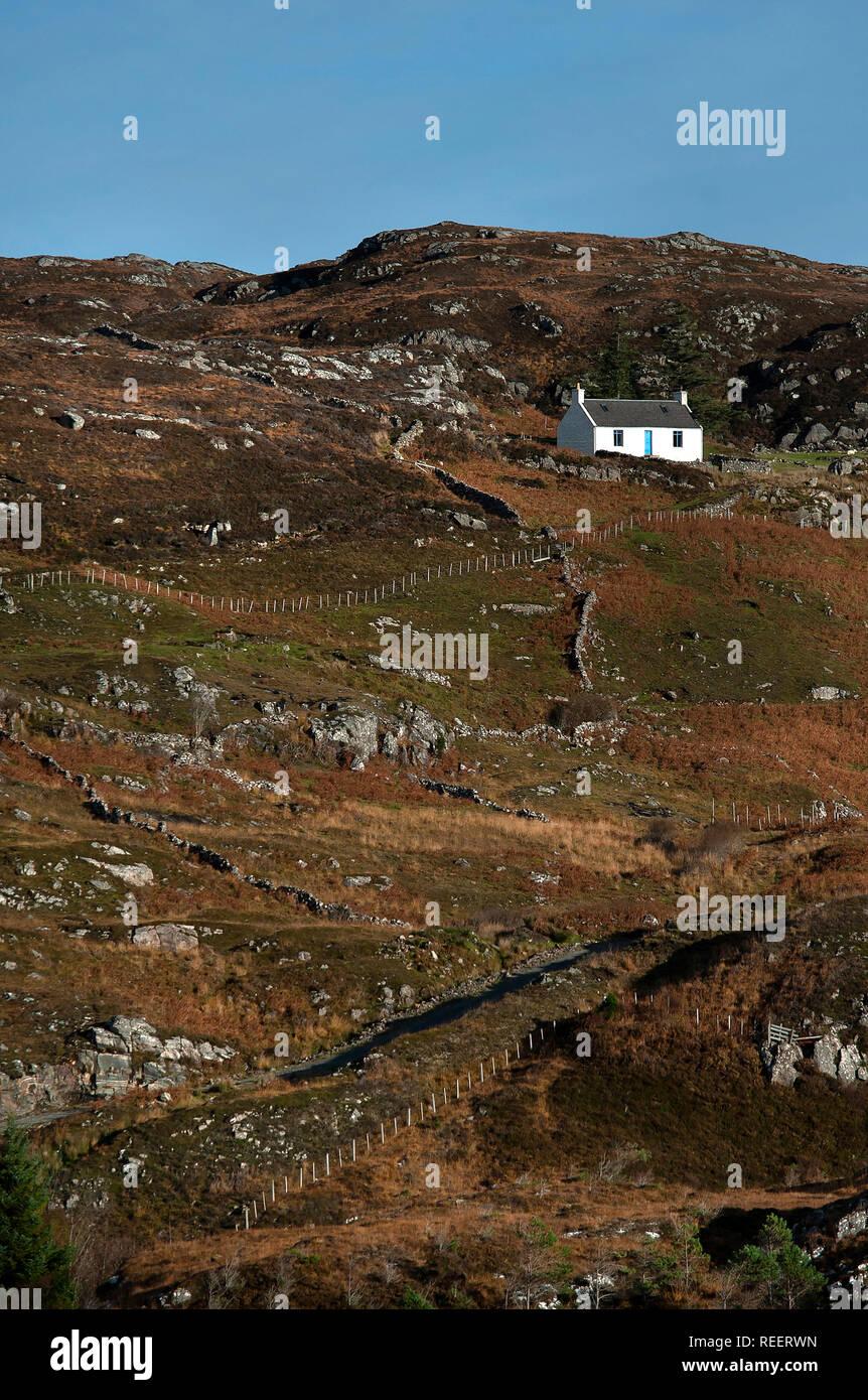 White cottage on hillside near Achmelvich, Sutherland - Stock Image