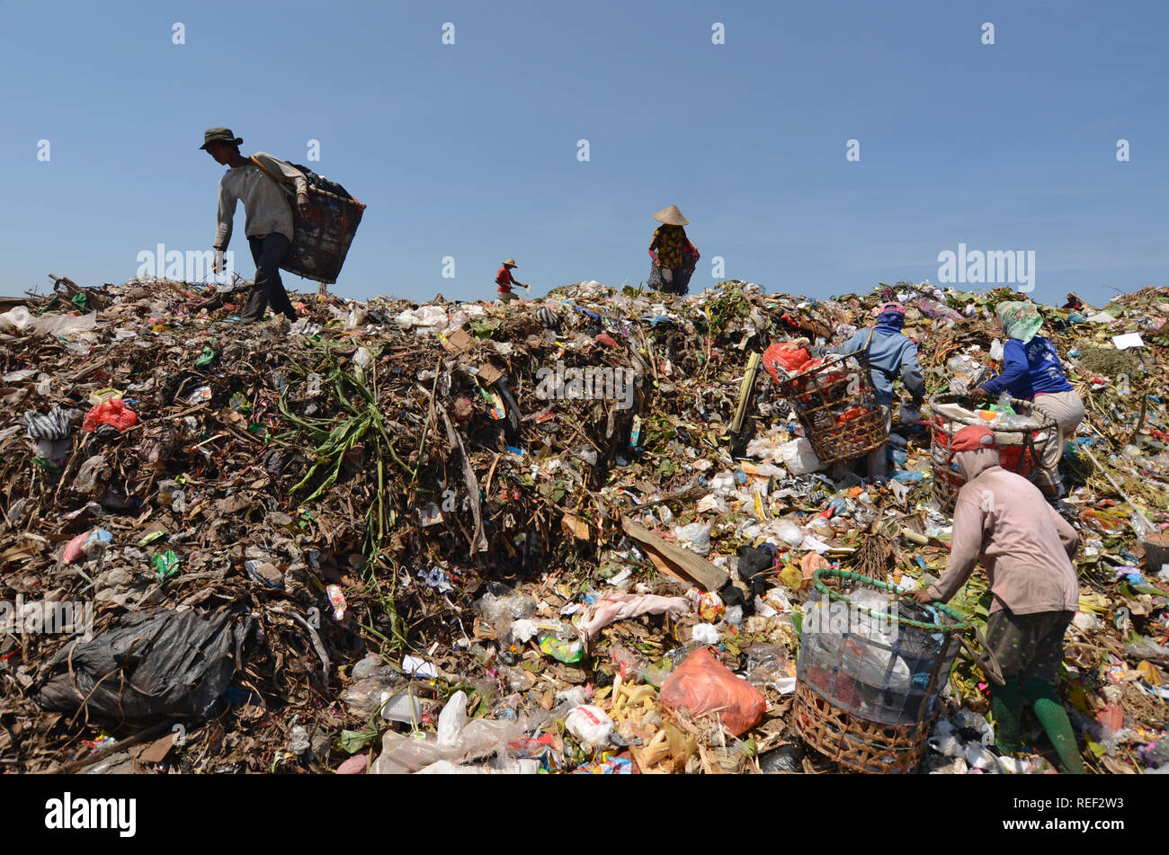 Workers at the landfill - Stock Image