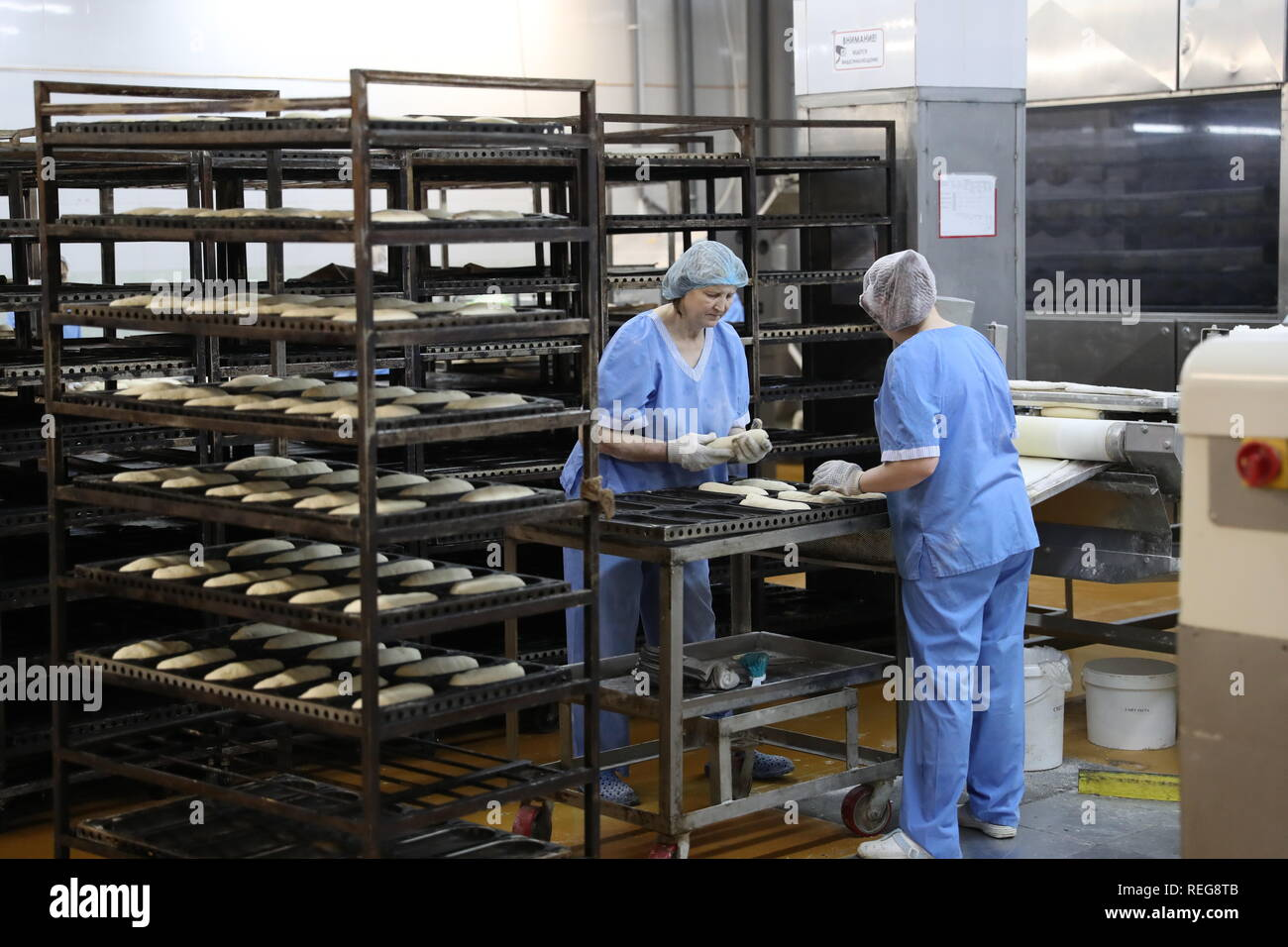 Yekaterinburg, Russia. 22nd Jan, 2019. YEKATERINBURG, RUSSIA - JANUARY 22, 2019: A bread section of the Smak Sverdlovsk Bread Factory. Donat Sorokin/TASS Credit: ITAR-TASS News Agency/Alamy Live News - Stock Image