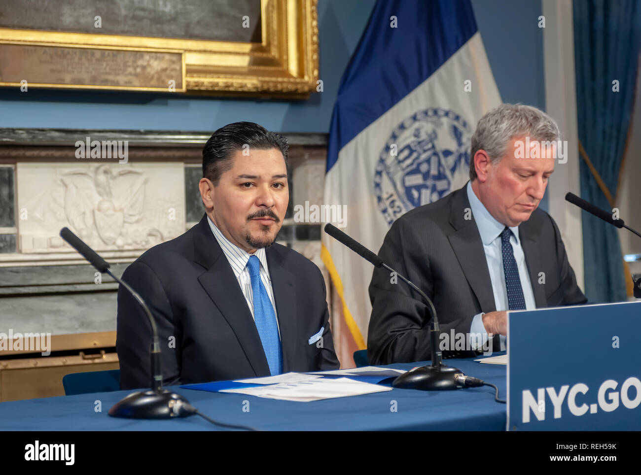New York Mayor Bill de Blasio, right, and Richard A. Carranza, Dept. of Education Schools Chancellor at a press conference in the Blue Room in New York City Hall on Thursday, January 17, 2019 on failing schools. (© Richard B Levine) - Stock Image