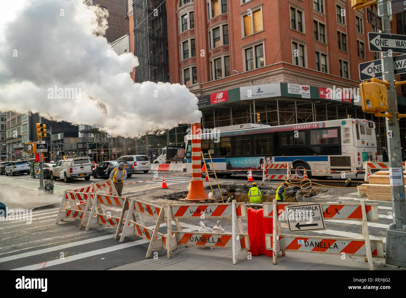 A Con Edison manhole vents excess steam during a pipe repair in the Flatiron neighborhood of New York on Saturday, January 12, 2019. (© Richard B. Levine) - Stock Image