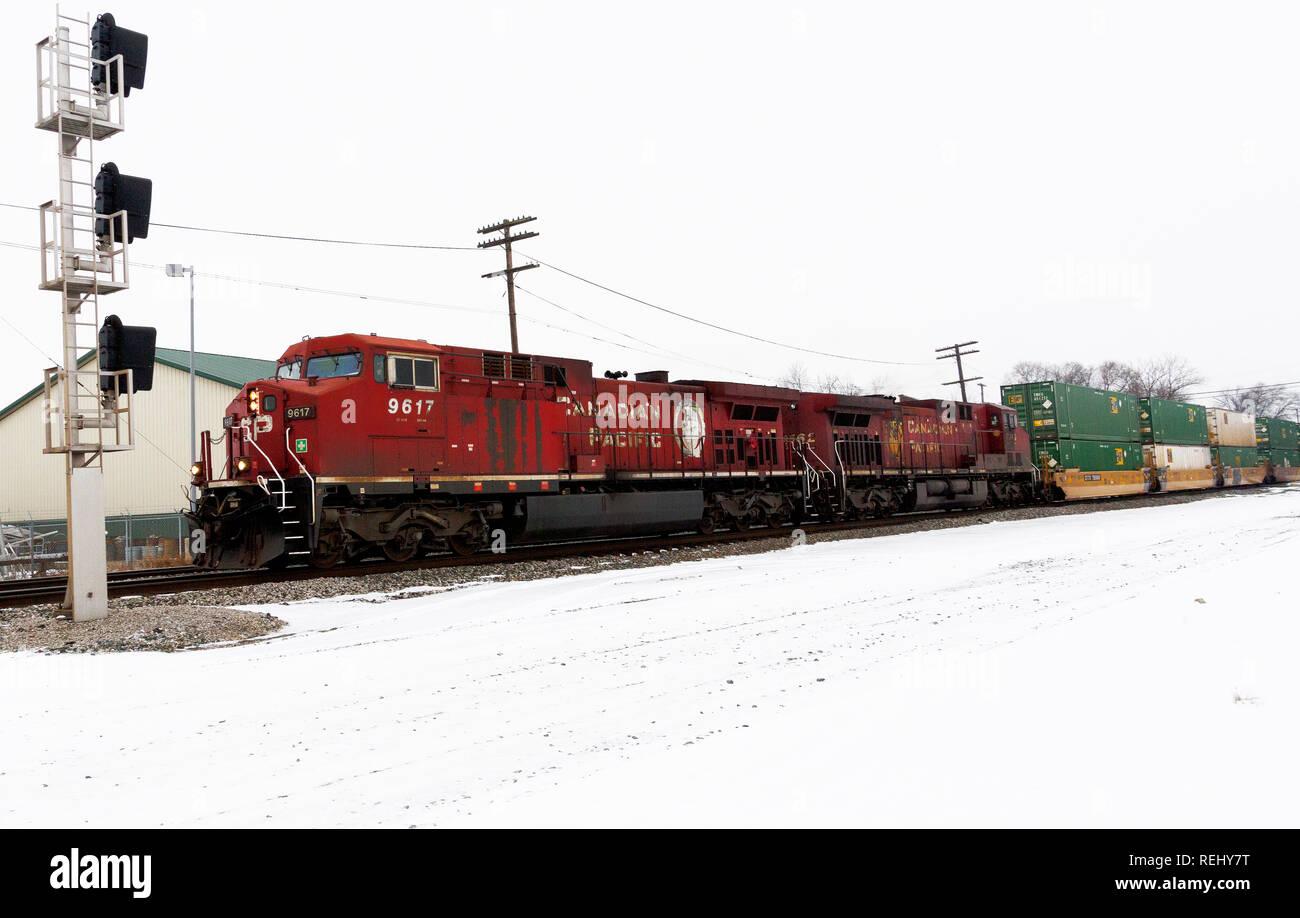 Canadain Pacific locomotive hauling freight through Fostoria, Ohio - Stock Image