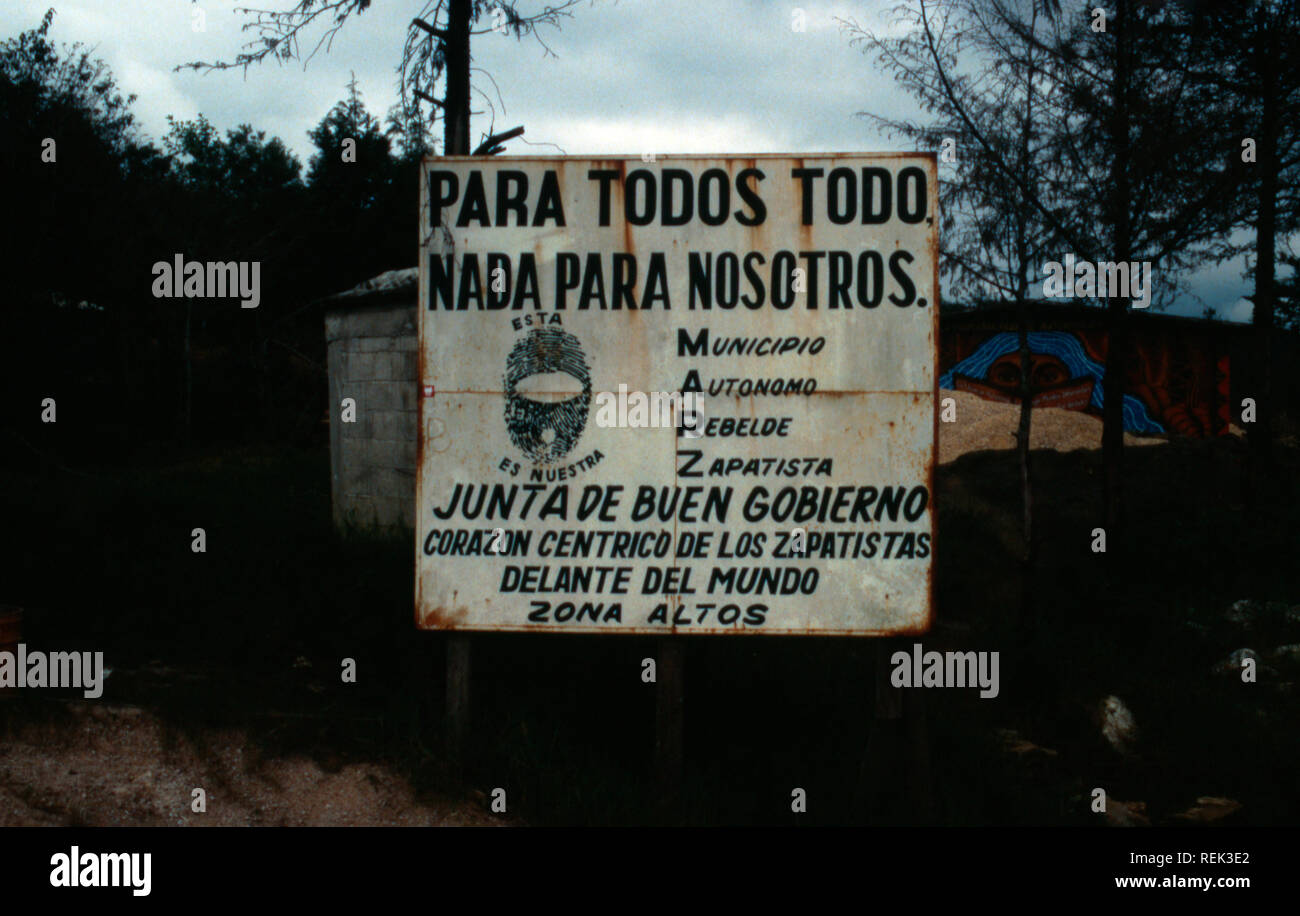 All For One and One For All is the best translation of a sign proclaiming the modern Zapatista movement in Oventic, Chiapas State, Mexico. - Stock Image