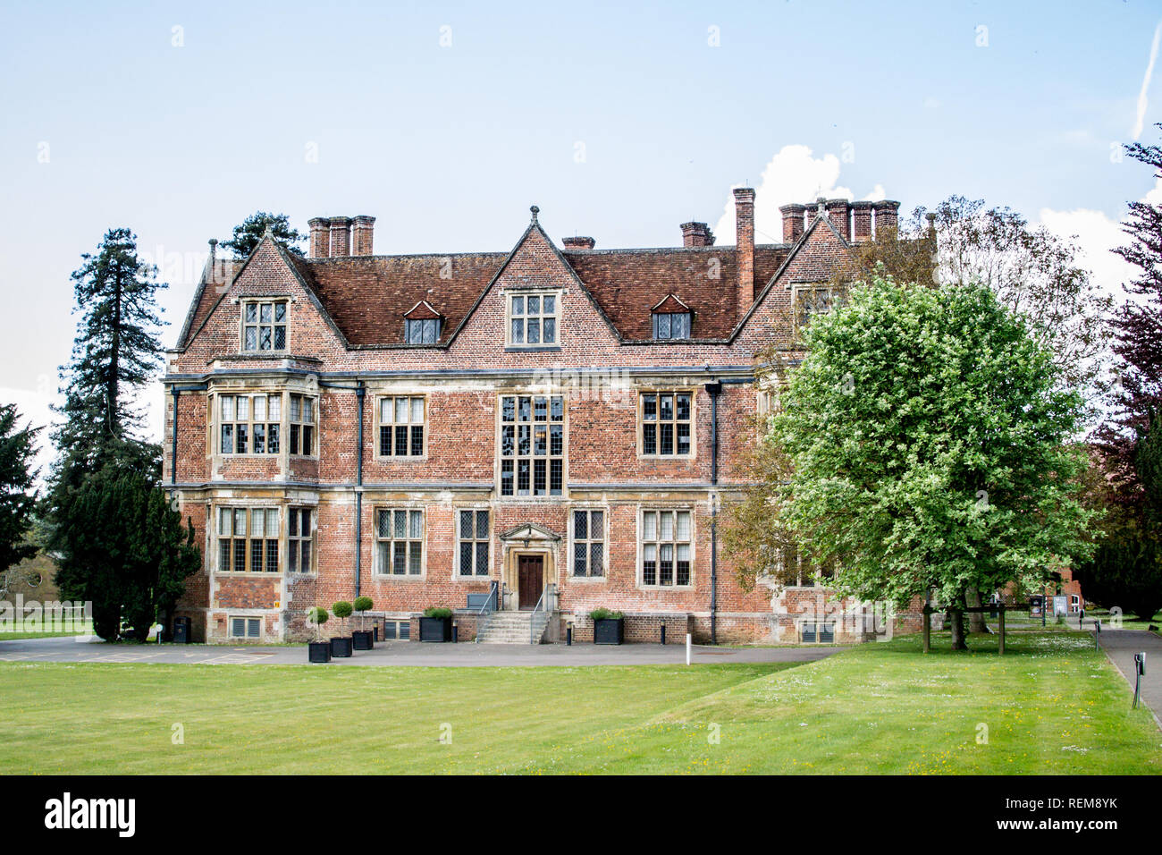 Side view of Elizabethan Manor, Shaw House, Near Newbury, Berkshire, England, completed in 1581 and now owned by the local council, free to visit. - Stock Image