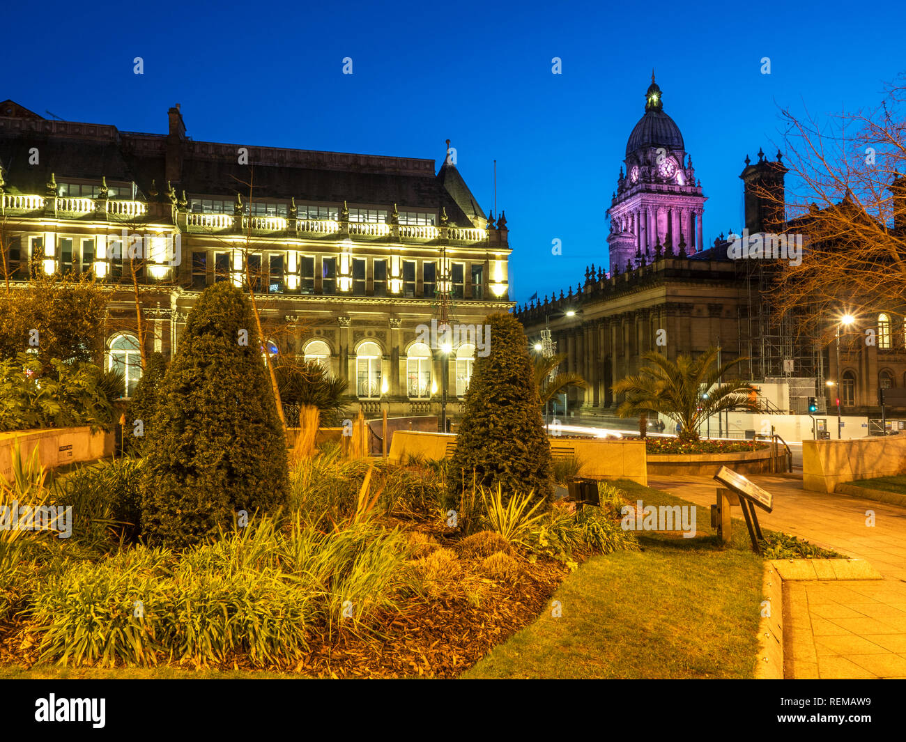 Leeds Town Hall from Mandela Gardens in Millennium Square at Dusk Leeds West Yorkshire England - Stock Image