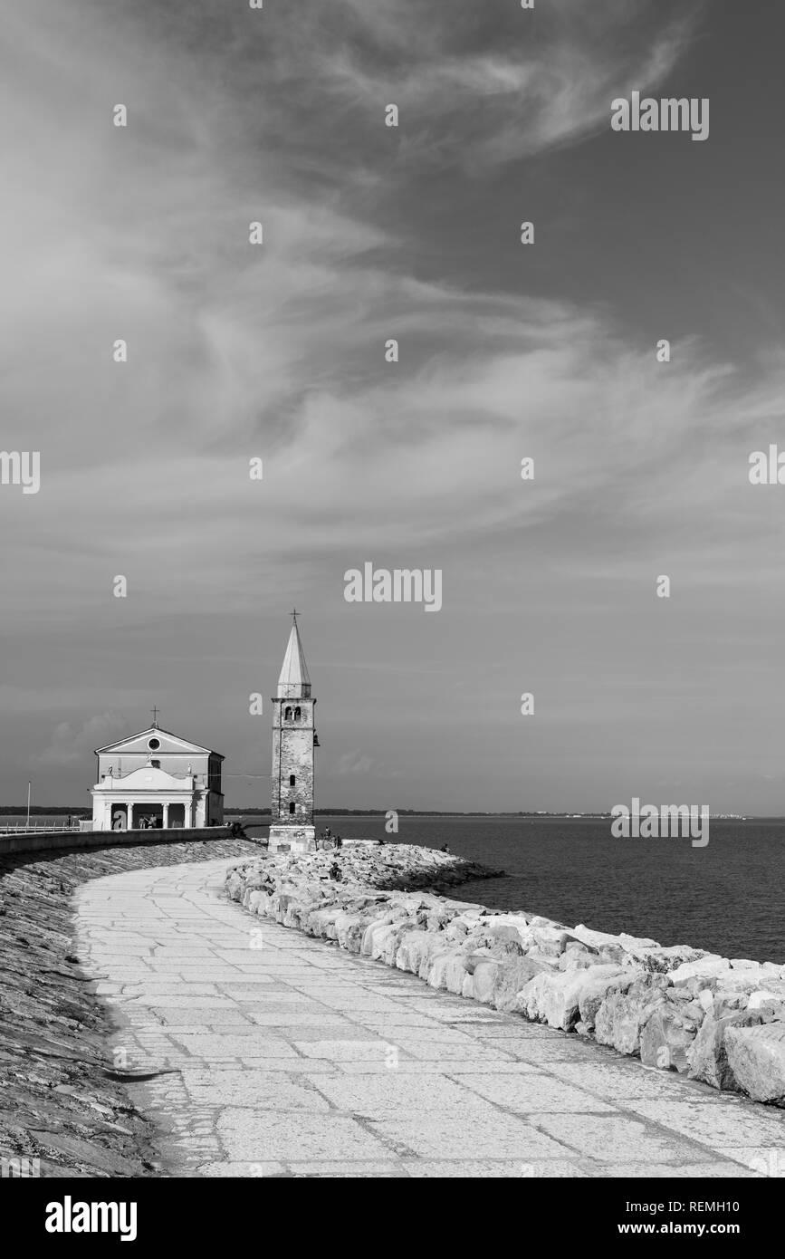 Caorle beach and promenade - Stock Image
