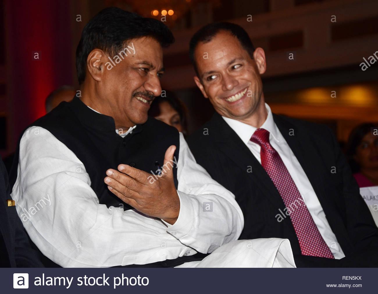 Maharashtra Chief Minister Prithviraj Chavan and U S  Consul
