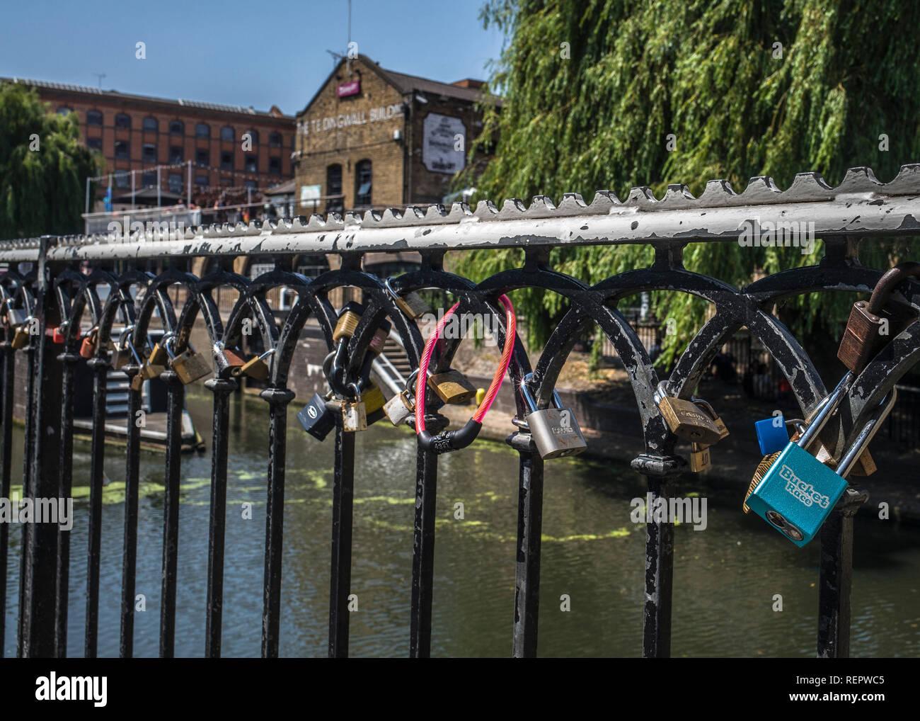 love locks at camden lock. padlocks on fence. - Stock Image