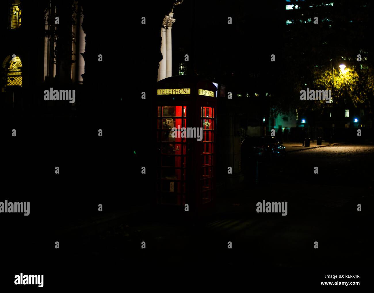 london telephone kiosk at night - Stock Image