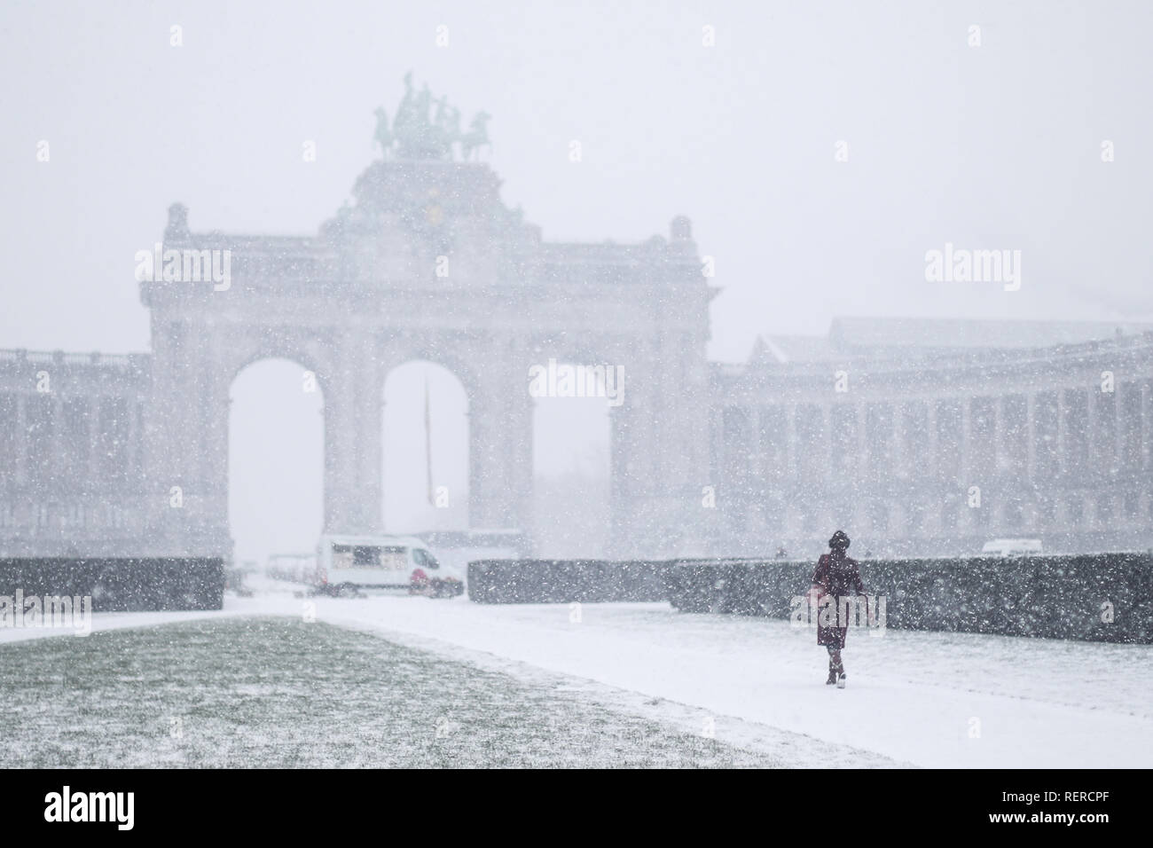 Beijing, Belgium. 22nd Jan, 2019. A woman walks at the Park of the Fiftieth Anniversary in Brussels, Belgium, Jan. 22, 2019. Brussels witnessed the first snow in 2019 on Tuesday. Credit: Zheng Huansong/Xinhua/Alamy Live News - Stock Image