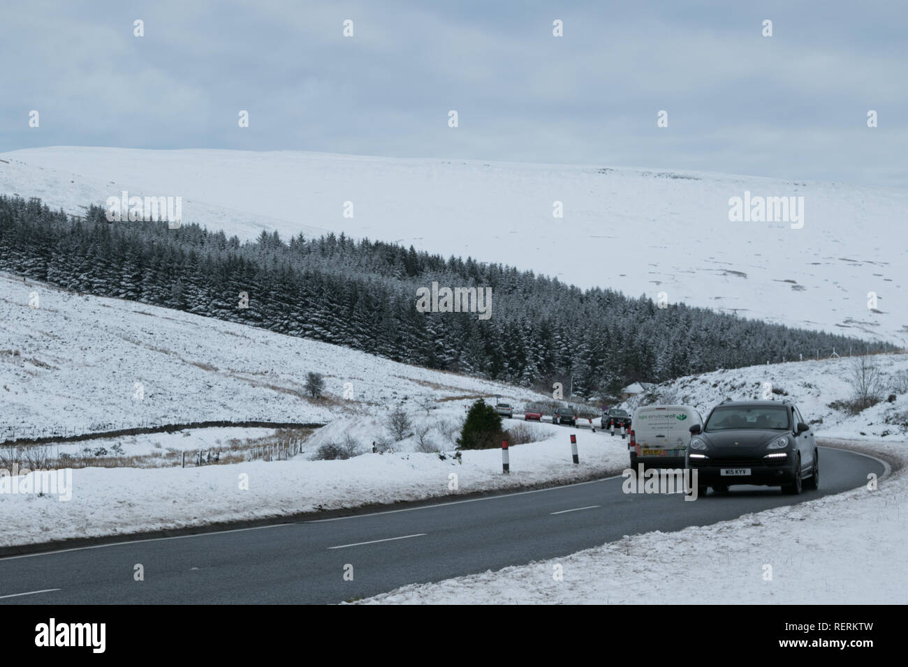 Storey Arms, Brecon Beacons, South Wales, UK.  23 January 2019.  UK weather: After heavy snow overnight, the Brecon Beacons are covered today, traffic coping well on the A470.  Credit: Andrew Bartlett/Alamy Live News. - Stock Image