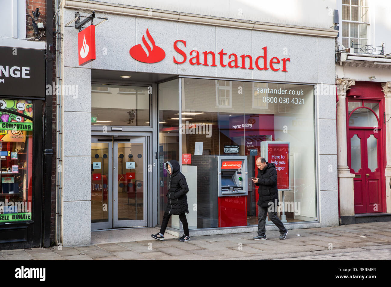 Windsor, UK. 23rd Jan, 2019. Spanish-owned bank Santander has announced that it plans to close one fifth of its branch network - around 140 branches - with the potential loss of up to 1,270 jobs. It stated that the closures are in response to changes in how customers are choosing to carry out their banking, with branch transactions having fallen 23% in the last three years. There are no plans to close this branch in Windsor. Credit: Mark Kerrison/Alamy Live News - Stock Image