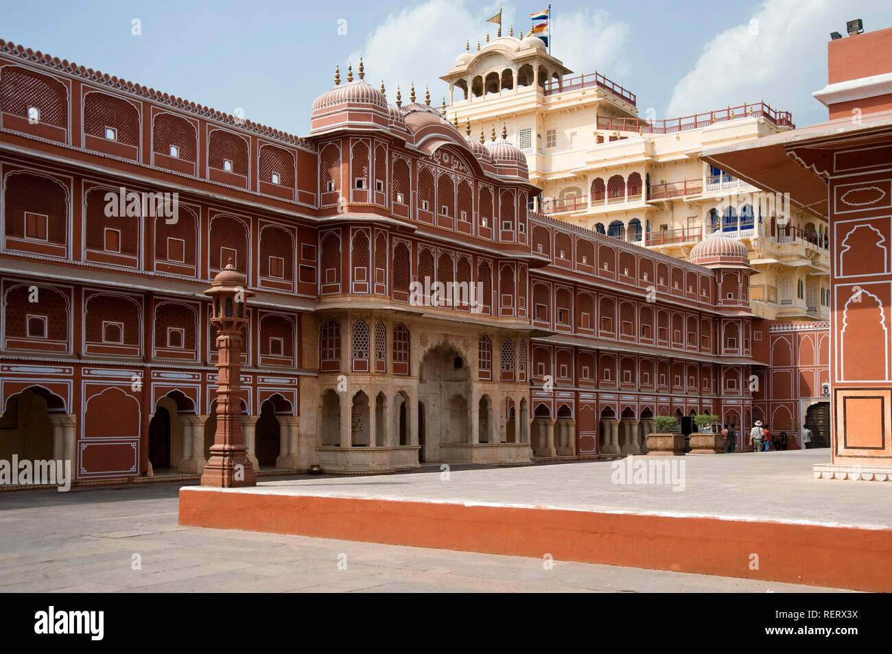 Jaipur, City Palace of Jai Singh II, Inner courtyard with the Riddhi-Siddhi Pol and the Chandra Mahal Palace at back, Rajasthan - Stock Image
