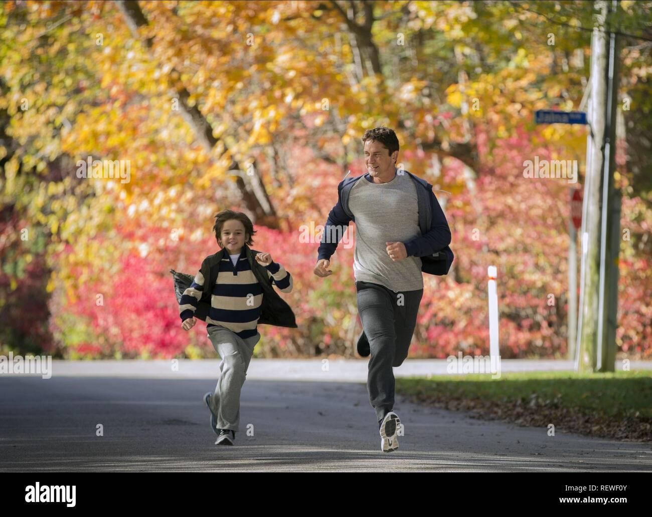 SAMUEL FARACI & GERARD BUTLER A FAMILY MAN (2016) - Stock Image