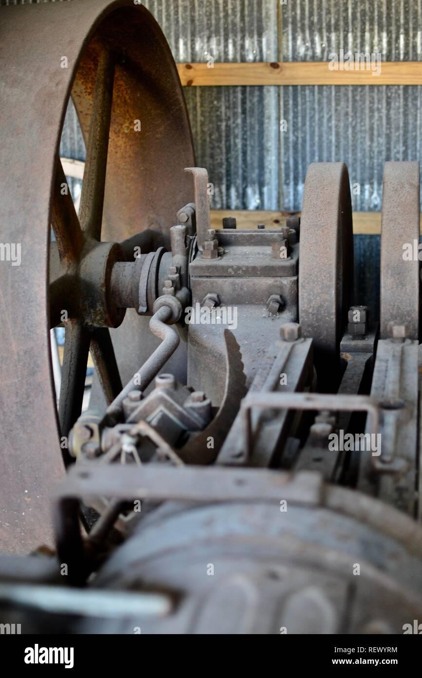 tool, work, old, hand, workshop, industry, shop, equipment, vintage, barn,  wood, metal, dirty, antique, craftsman, carpentry, retro, traditional, dust