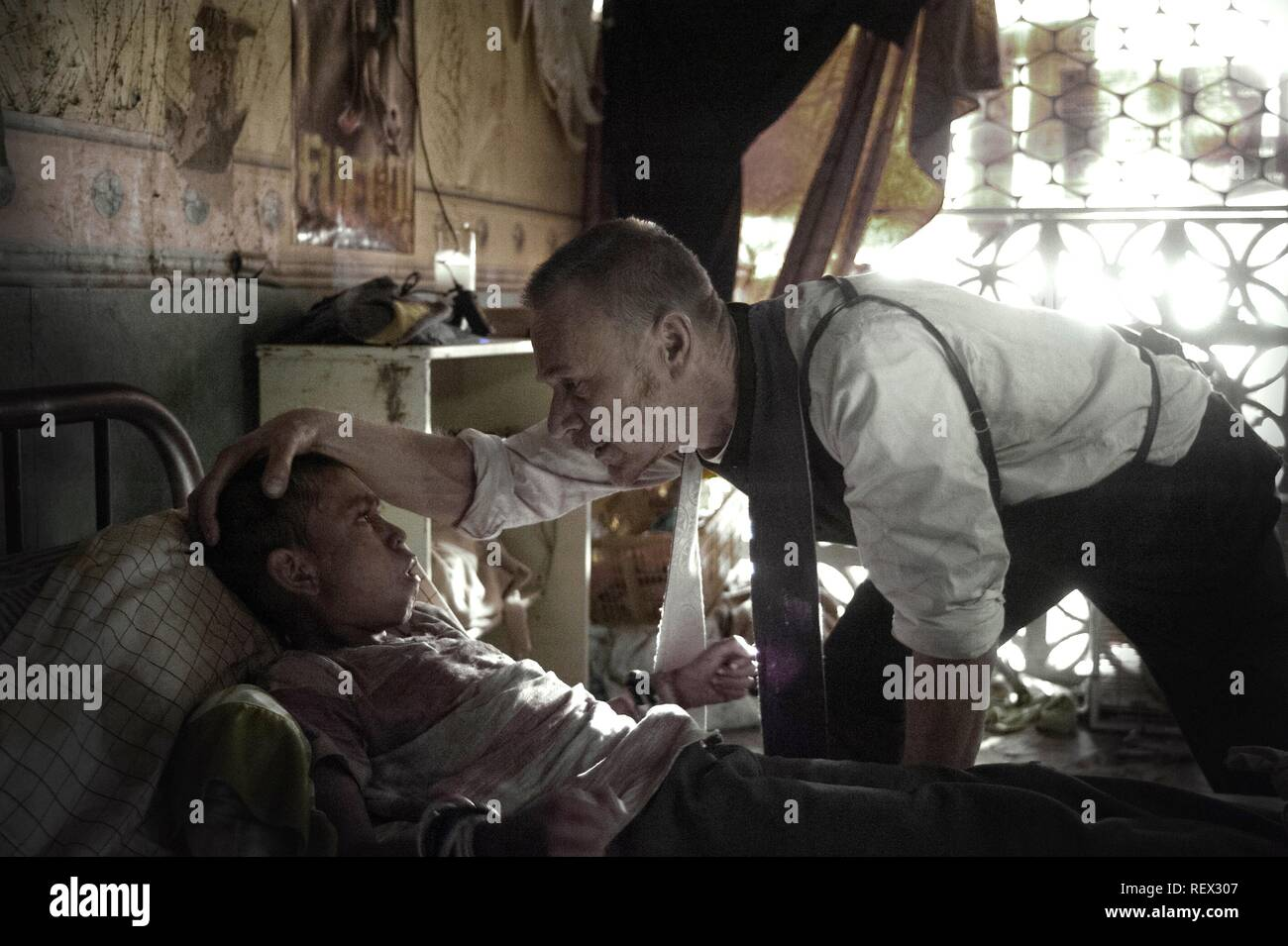 ISAAC LINARES & BEN DANIELS THE EXORCIST (2016) - Stock Image